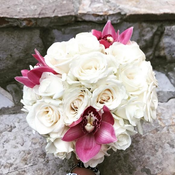 Bidermajer sa ruzama i orhidejama