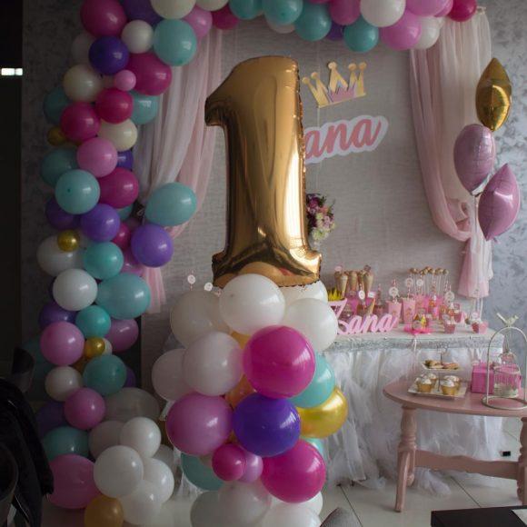 Balon broj 1 sa dekoracijom rođendana balonima