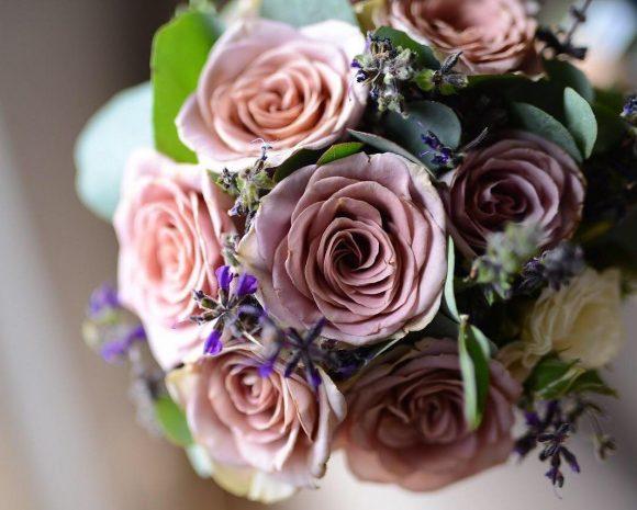 Bidermajer sa roze ružama