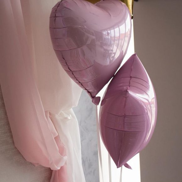 Roze folija baloni punjeni helijumom u obliku srca i zvezde