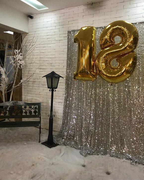 Dekoracija rođendana sa balonima u obliku 18 punjeni helujumom
