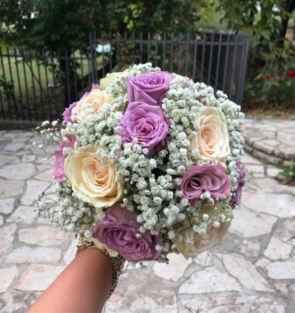 bidermajer sa roze i ljubičastim ružama