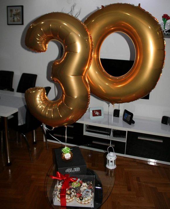 Helijum zlatni baloni u obliku broja 30