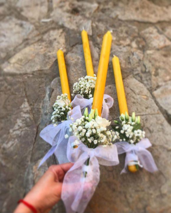 Sveće za venčanje dekorisane belim cvećem