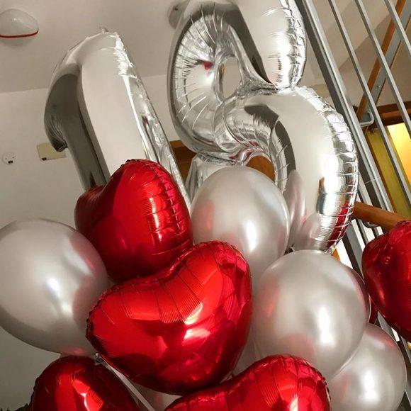 Helijum baloni u obliku srca i broja 18