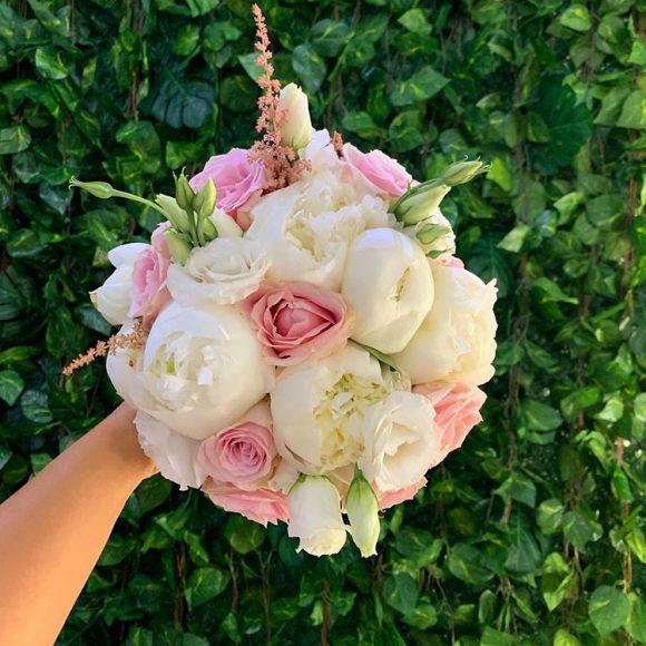 Bidermajer sa božurom i ružama