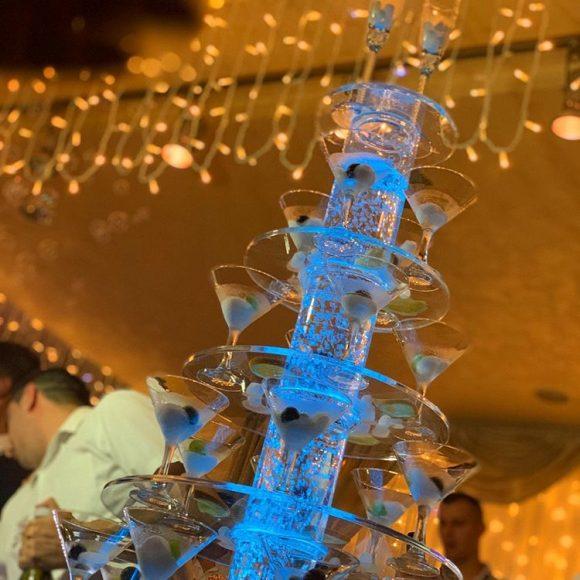 Sampanjac fontana i suvi led na venčanju