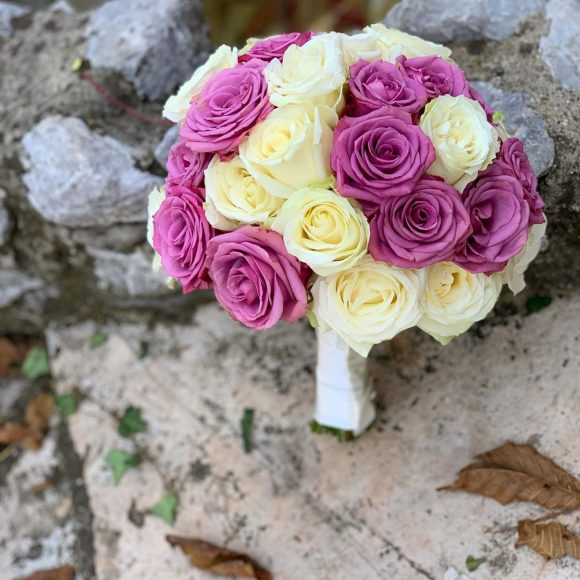 Bidermajer sa ljubičastim cvećem