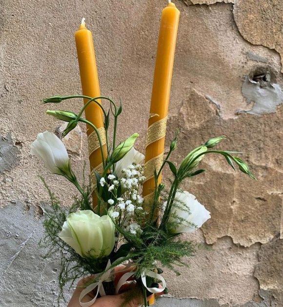 sveće za venčanja ukrašene sa cvećem