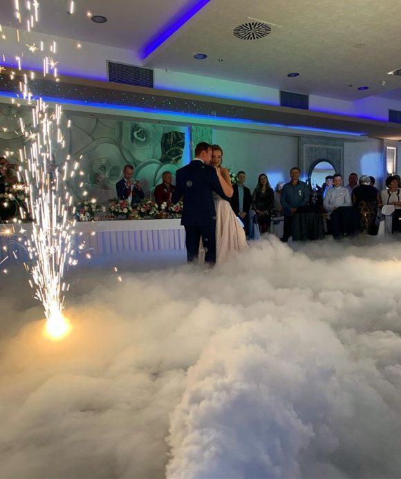 Dim za prvi ples i teški dim od suvog leda sa vatrometom