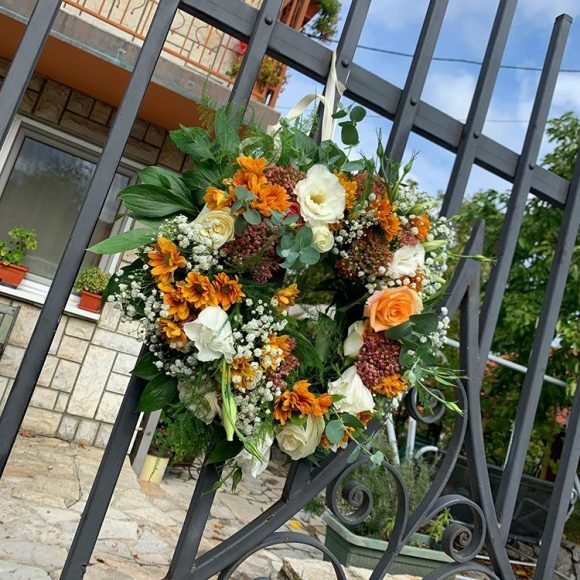 Dekorativni venac od cveća za venčanja