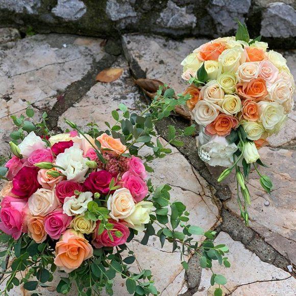 bidermajeri sa roze i narandžastim ružama
