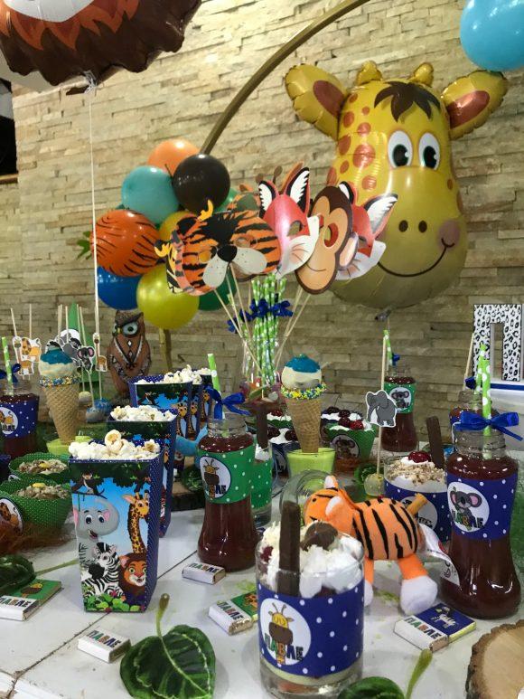 Slatki sto sa slatkisima sa motivom životinja iz dzungle