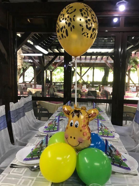 Zlatni helijum lateks balon sa likom žirafe i šarenim balonima