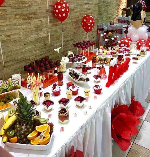 Slatkisi na slatki sto na dekoracija rodjendana
