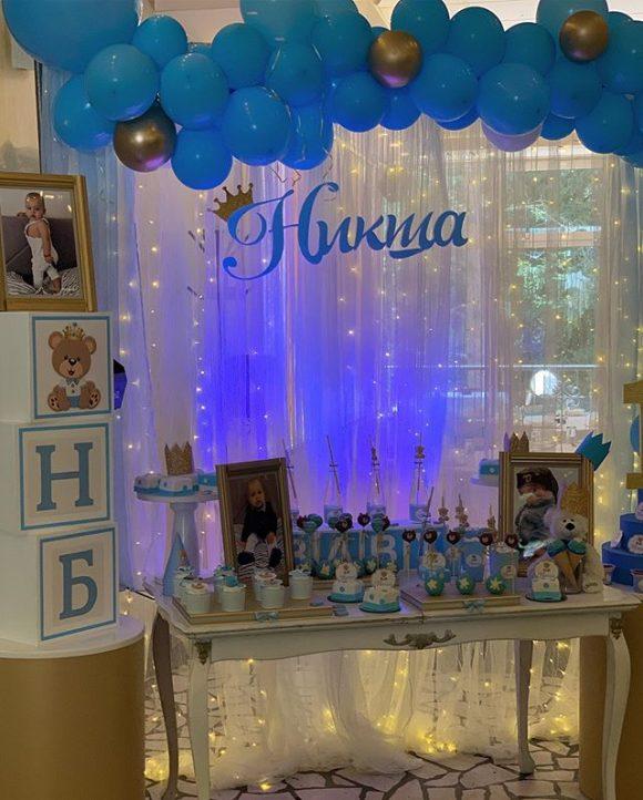 dekoracija rodjendana i slatki sto sa slatkisima
